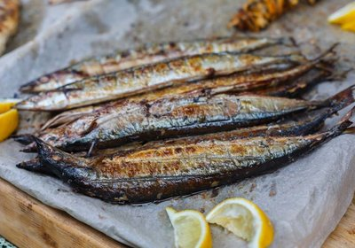 fish-mackerel-grilled-at-bbq-P9XZREQ